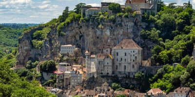 rocamadour-in-the-lot-department-of-southwestern-france-rocamadour-has-attracted-visitors-for-its_t20_loQeam